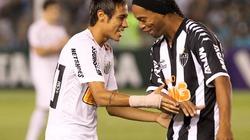 "Clip: Neymar khiến Ronaldinho phải ""ngả mũ"" thán phục"