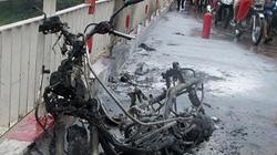 Hà Nội: Xe Honda bốc cháy giữa trời mưa bão