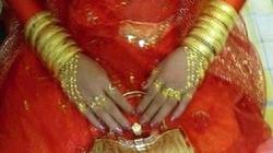 Cô dâu phát khổ vì được... đeo vàng đầy cổ