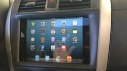 """""""Độ"""" xe hơi với... iPad mini"""