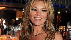 Kate Moss lấp lánh đầm vàng nhưng lộ vẻ già nua