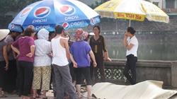 Phát hiện xác chết nổi trên hồ cạnh Văn Miếu