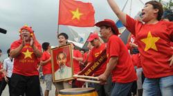CĐV Việt Nam vẫy cờ gõ trống, khuấy đảo SVĐ Rajamangala