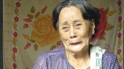 """Bà ngoại """"nhà sư khóa môi"""" khóc hết nước mắt vì… sợ cháu đi tù"""