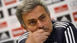Mourinho bị cổ động viên Real chế nhạo