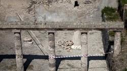 Mưa lớn làm đổ sập bức tường dài 2 mét từ thời La Mã