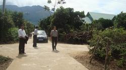 Hiến đất, làm đường nông thôn mới