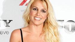 Chân trầy xước, Britney Spears vẫn cố cười hết cỡ