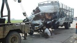 Xe tải đâm container gây tai nạn thảm khốc