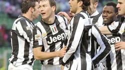 """Lichtsteiner giúp Juventus """"vượt ải"""" Palermo"""