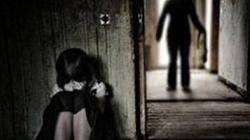 Khởi tố kẻ nhiều lần dâm ô với trẻ em
