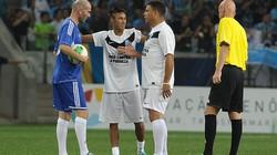 """Tái hiện chung kết World Cup 1998, """"Ro béo"""" tái đấu với Zidane"""