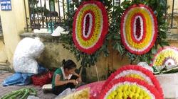 Cấm mang vòng hoa đến lễ tang cán bộ: Tuyên truyền là chính