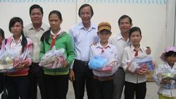 Đem niềm vui đến người nghèo Tân Phú