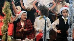 Quán quân Đồ rê mí tự tin hát trên truyền hình Australia