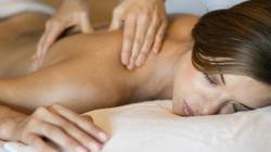 """4 kĩ thuật massage cho """"chuyện ấy"""" tăng nhiệt"""