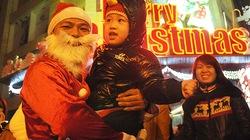Hà Nội đón Giáng sinh ấm áp trong ngày đông giá