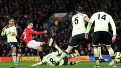 """M.U-Newcastle (4-3): Quỷ đỏ """"đau tim"""" nhận quà"""