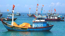 Tàu cá chìm, 17 ngư dân mất tích trên biển