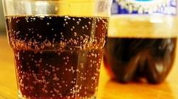 Đừng cho trẻ uống nhiều đồ uống có gas