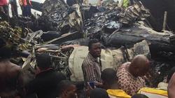 Máy bay chở thi thể cựu Thống đốc bổ nhào, ít nhất 13 người chết