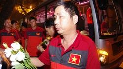 U19 Việt Nam tiễn biệt Đại tướng Võ Nguyên Giáp lúc nửa đêm