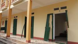 """Clip: Nhà """"bị thương"""", cửa gỗ vỡ, cửa kính nát sau vụ nổ lớn ở Phú Thọ"""