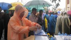 Quảng Bình: Hàng ngàn người đội mưa chờ viếng Đại tướng Võ Nguyên Giáp