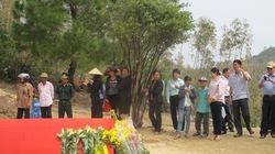 Hàng ngàn người viếng tại mộ Đại tướng Võ Nguyên Giáp
