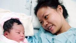 Chuyện về sản phụ sinh con khi bão hoành hành và bé gái có tên Nari