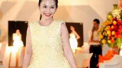 Kim Hiền tự tin tạo dáng với váy làm từ bao cao su