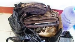 Những vật sót lại từ máy bay Lào gặp nạn qua ống kính Dân Việt