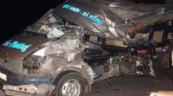 """Tai nạn kinh hoàng trên QL1A: Xe khách bị """"bóc gọt"""" gần trơ khung"""