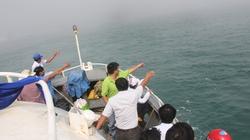 NÓNG: Tàu khách cao tốc mất lái đang lênh đênh trên biển Quảng Ngãi