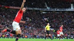 M.U – Stoke (3-2): Quỷ đỏ ngược dòng khó tin