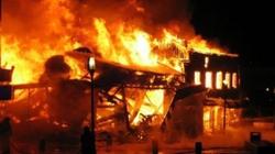 Tức vợ, đốt quần áo hóa cháy luôn cả nhà