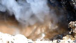 Mặt đường ở TP.HCM nứt toác, lửa phun trào, nước sôi ùng ục