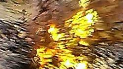 TP.HCM: Mặt đường bất ngờ phát nổ, lửa phun cao cả mét từ lòng đất
