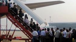 Đe dọa bom mìn trên tàu bay: Bị phạt từ 20 - 30 triệu đồng