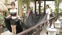 Lê Khánh mặc váy như thảm họa, mẹ chồng khệ nệ bưng