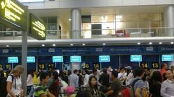 """Khách du lịch ồ ạt """"bay"""" khỏi Đà Nẵng tránh siêu bão"""