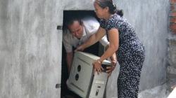 Quảng Ngãi: Dân đua nhau dọn đồ đạc vào... hầm tránh bão