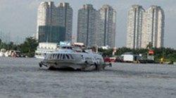 Đi tàu cánh ngầm, bất ngờ lao xuống biển tự tử