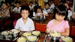 """Điều chuyển BGH trường học """"ăn bớt phần ăn của học sinh"""""""