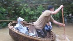 Quảng Ngãi: Nước ngập nhà tới 2 mét, dân cuống cuồng chạy lũ