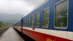 Toàn bộ đường sắt khu vực miền Trung bị tê liệt