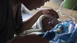 Cháu bé sinh ra sau siêu bão Hải Yến đã qua đời