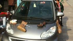 Phát cuồng vì thất tình, cô gái chi gần 70 triệu đồng, mua giày treo xe diễu phố