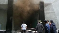 """Clip: """"Đột nhập"""" hiện trường vụ cháy khu ăn chơi làm 6 người thiệt mạng"""