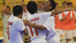 Tuyển Việt Nam thắng sát nút Brazil
